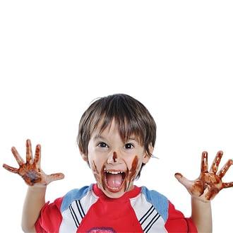 bambino-faccia-sorpresa_mani_cioccolato_1080